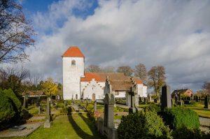 Everlöv kyrka | Church, Skåne, Sweden: Kyrka, kyrktorn, exteriör | Church tower, exterior [2012]Lat: 55.608172N, Long: 13.589917E © Kristian Adolfsson (www.adolfsson.photo)