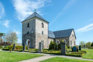 Östraby kyrka | Church, Skåne, Sweden: Kyrkan, kyrkogård, gravar, exteriör | Church tower, graveyard, exterior [2018]Lat: 55.759717N, Long: 13.683107E © Kristian Adolfsson (www.adolfsson.photo)