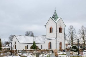Veberöds kyrka | Church, Veberöd, Skåne, Sweden:  Kyrktorn, kyrkogård, gravar, exteriör | Church tower, graveyard, exterior [2018]Lat: 55.634530N, Long: 13.489547E © Kristian Adolfsson (www.adolfsson.photo)