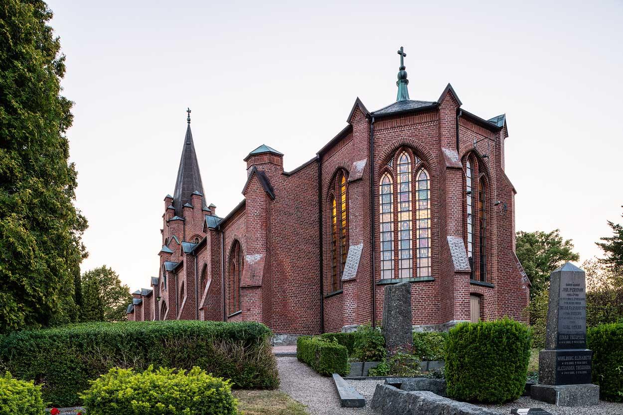 Billinge kyrka | Church, Billinge, Skåne, Sweden: Exterör | Exterior, arkitekt | architect Helgo Zettervall [2019]<br>Lat: 55.959418N, Long: 13.334917E Copyright © Kristian Adolfsson / www.adolfsson.photo