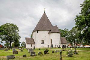 Hagby rundkyrka | Round church, Småland, Sverige | Sweden: Exterior | Exteriör | Aussenansicht [2019]<br>Lat: 56.554534N, Long: 16.176654E Copyright © Kristian Adolfsson / www.adolfsson.photo