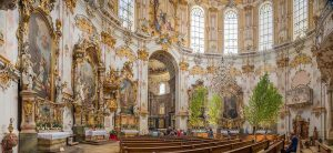 Kloster Ettal | Ettal Abbey, Bavaria, Germany: Nave, pulpit, side altars | Kanzel, Seitenaltäre | Kyrksal, predikstol, sidoaltare [2018]Lat: 47.569595N, Long: 11.094754E Copyright © Kristian Adolfsson / www.adolfsson.photo