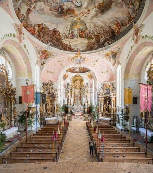 St Peter und Paul Kirche, Oberammergau, Bavaria | Bayern, Germany | Deutschland: Nave, altar, screen, interior | Kirchenschiff, Altar, Altarretabel, Innenansicht [2018]Lat: 47.596157N, Long: 11.066071E Copyright © Kristian Adolfsson / www.adolfsson.photo