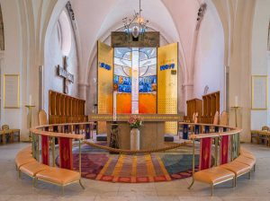 Växjö Domkyrka (Katedral) | Cathedral, Växjö, Småland, Sweden: Altare (Jan Brazda), altartavla / triptyk (Bertil Vallien) | Altar, altar screen (triptych) [2016]<br>Lat: 56.877369N, Long: 14.812005E Copyright © Kristian Adolfsson / www.adolfsson.photo